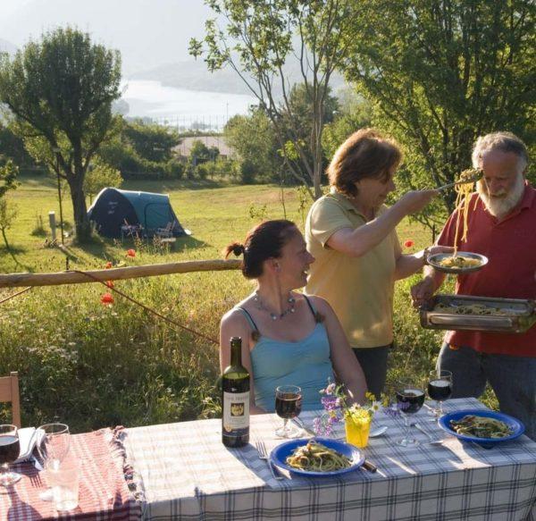 Pasetta pranza con degli ospiti del camping